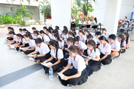 รุ่นพี่มหาวิทยาลัย สร้างความกดดันให้กับรุ่นน้อง