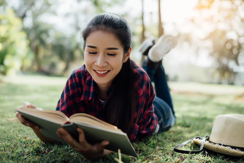 การอ่านหนังสือ ให้อะไรหลายอย่าง