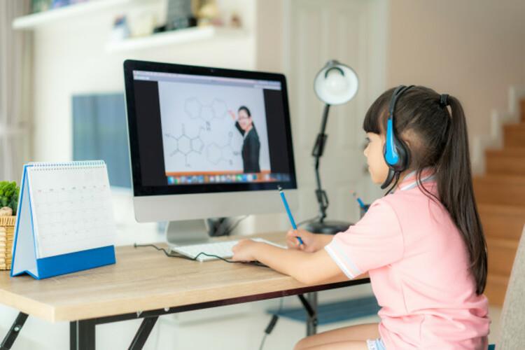 การเรียนรู้แบบออนไลน์ จะต้องจัดอุปกรณ์ให้พร้อม