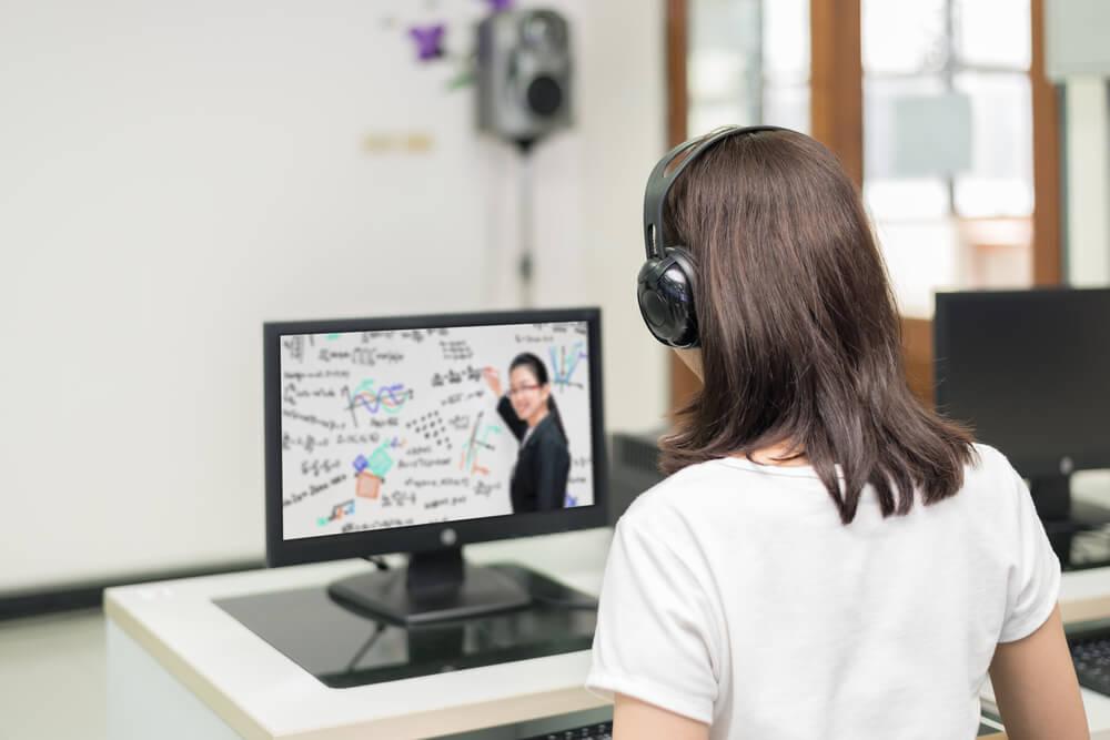 เทคนิคการเรียนออนไลน์ ที่ต้องเตรียมสถานที่ให้พร้อม