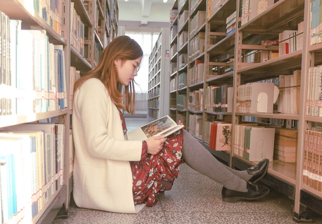 นิสัยการอ่านหนังสือ ถ้าชอบอ่านทุกหน้าเป็นคนที่มีความละเอียด