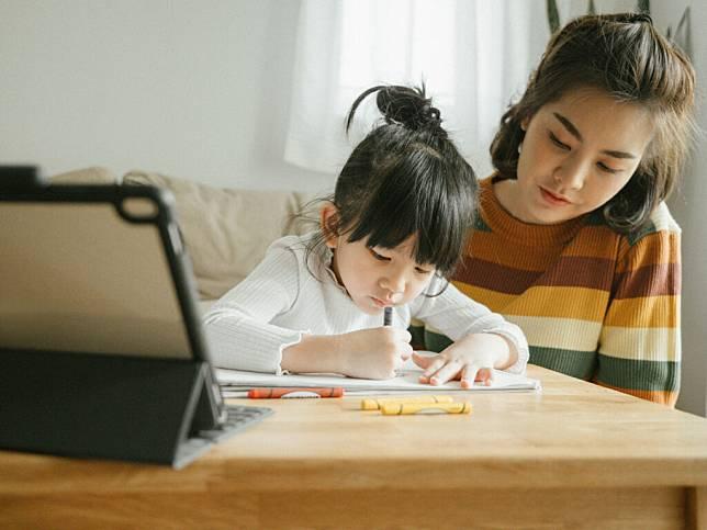 หน้าที่พ่อแม่ในการเรียนออนไลน์ ความเข้าใจ ซึ่งเป็นสิ่งสำคัญมากกับเด็ก